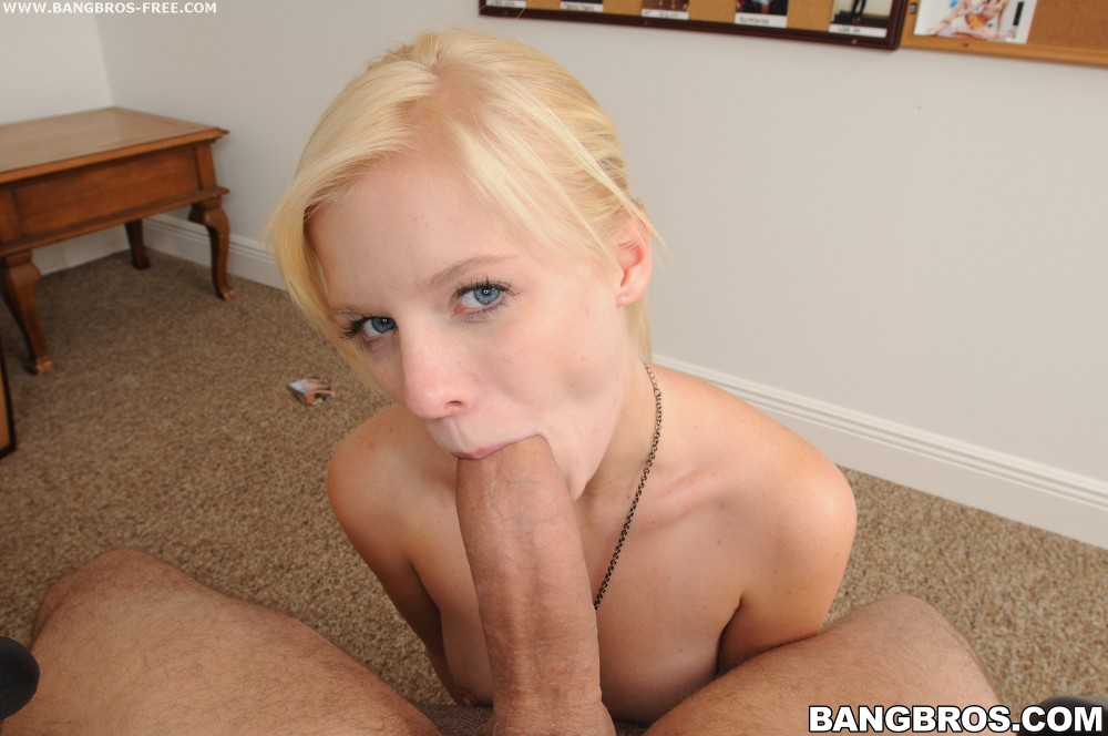 Elaina raye and her handjob makes you cum
