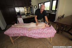 Lara Brookes - Lara Brookes' white hot massage | Picture (1)