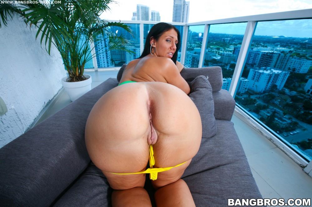 Anal queen lisa ann fucked in her big milf ass